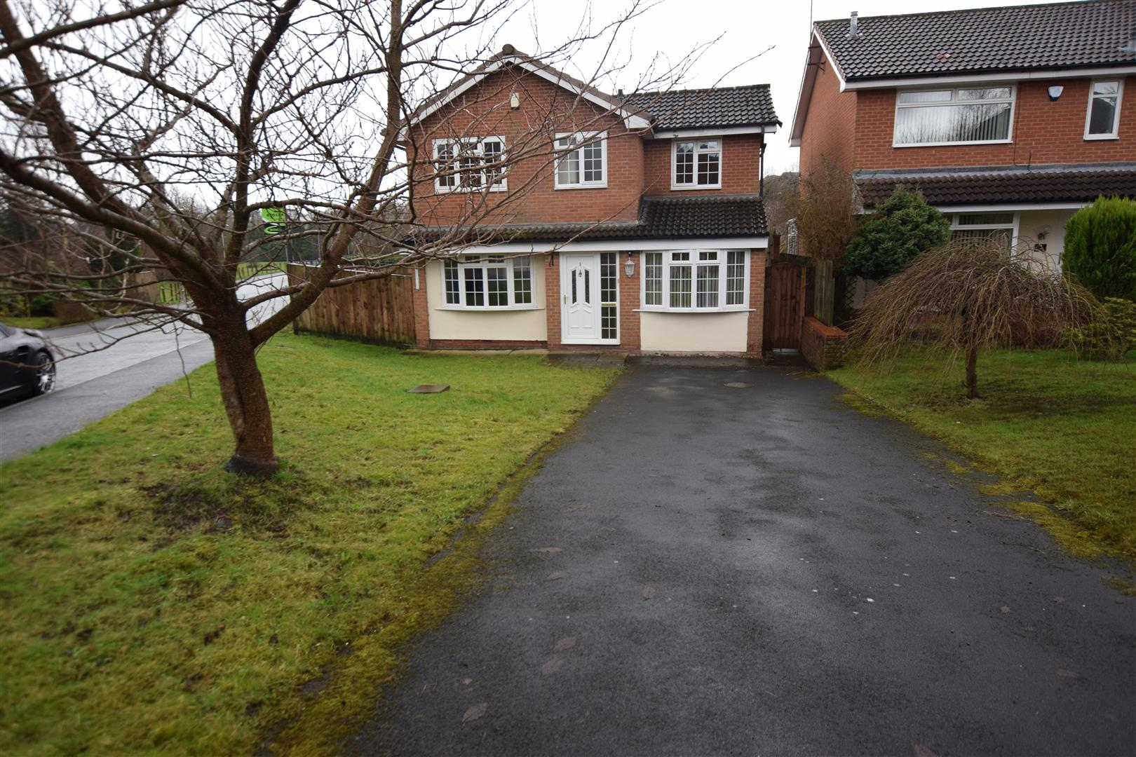 3 Bedrooms House for rent in Saxwood Close, Rochdale